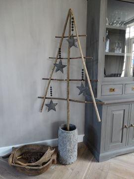 Afbeeldingen van Stoere landelijke kerstboom van takken