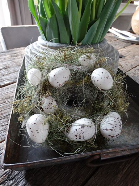 Afbeelding van Paaskrans met witte eieren
