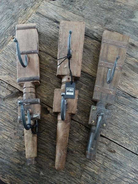 Afbeelding van Oude unieke houten wandhaken