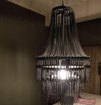 Afbeeldingen van Stoere hanglamp met metalen kettingen
