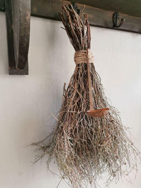 Afbeelding van Toef van tijm met oude roest lepel