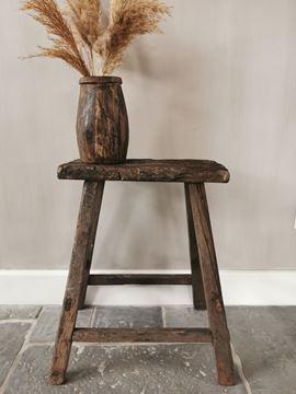Afbeeldingen van Oud houten krukje nr. 2