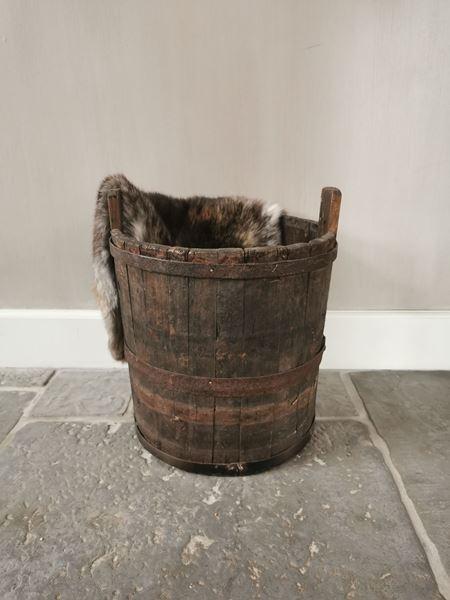 Afbeelding van Stoer & Stijlvol oud houten emmer