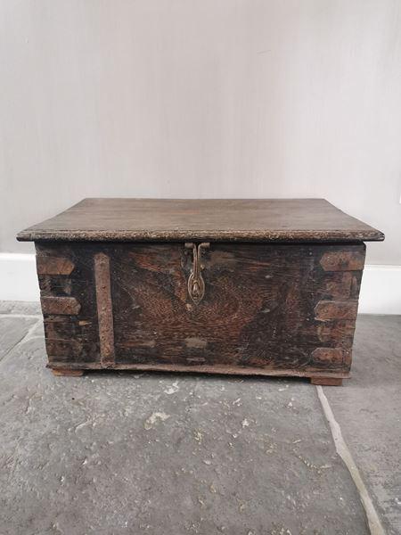 Afbeelding van Stoer & Stijlvol oud houten kist