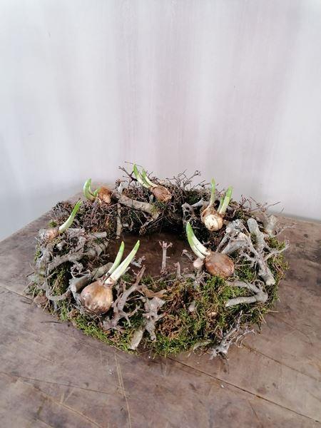 Afbeelding van Voorjaars krans met bonsai en bolletjes