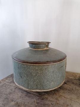 Afbeeldingen van Oude metalen waterpot - kruikpot  nr 2
