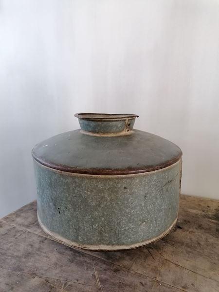 Afbeelding van Oude metalen waterpot - kruikpot  nr 2
