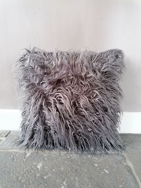 Afbeelding van Stoer & Stijlvol langharig schapenvacht kussen grijs