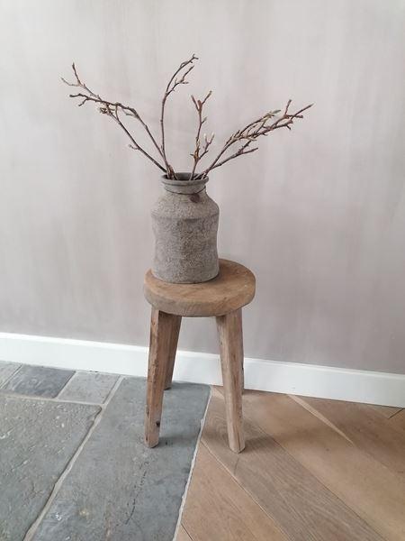 Afbeelding van Stoer & Stijlvol oud houten kruk rond