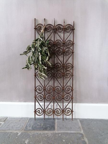 Afbeelding van Oud roestig decoratie sier hekje
