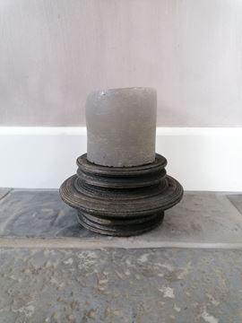 Afbeeldingen van Stoer & Stijlvol houten kandelaar zwart rond nr 1