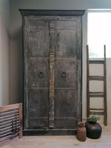 Afbeelding van Oude Indiase deuren kast zwart