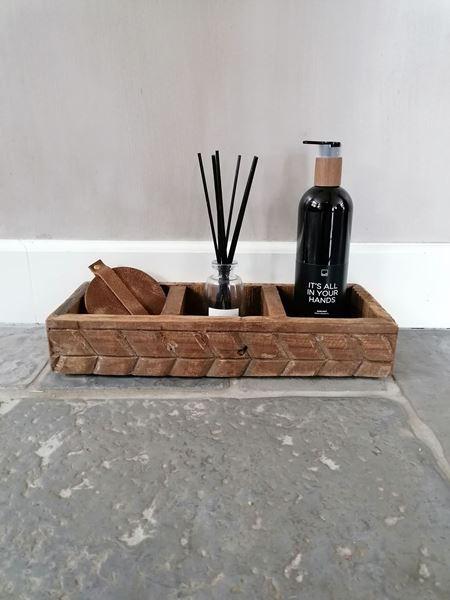 Afbeelding van Stoer houten bakje met drie vakken